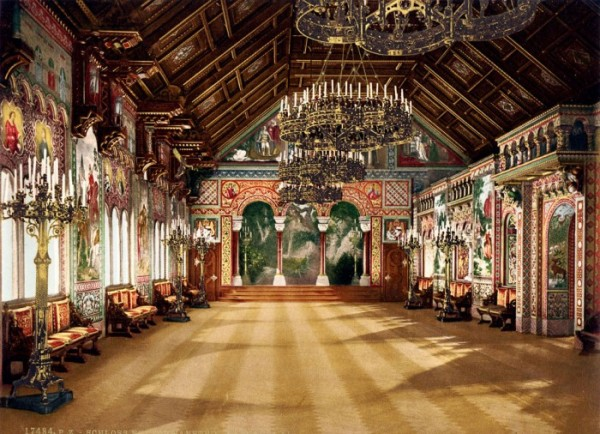 Внутри замка Дисней