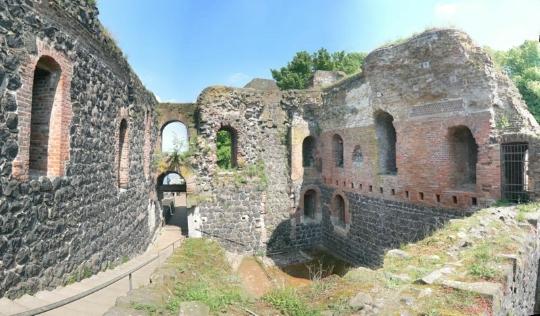 Развалины императорского дворца Дюссельдорф