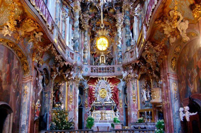 Церковь Святого Иоана Непомука в Мюнхене