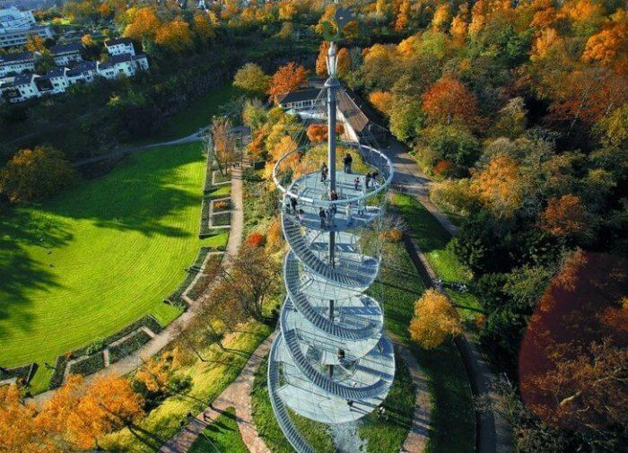 Парк и башня Киллсберг в Штутгарте
