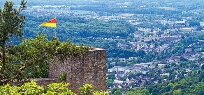 Старый замок Хоэнбаден в Баден Бадене