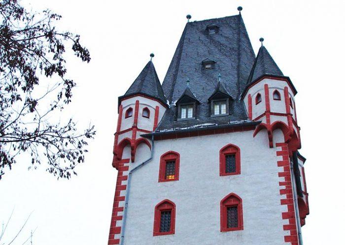Железная и Деревянная Башни