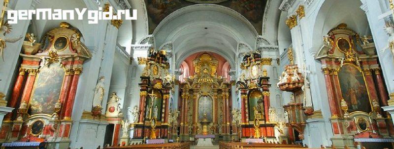 Грюнер Маркт и церковь Святого Мартина