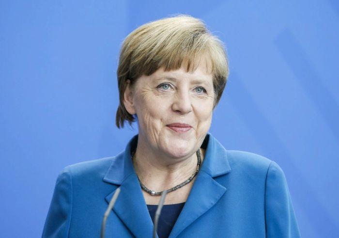 сколько лет меркель канцлер
